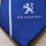 Logo corporativo en corbata de seda .