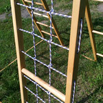 Сетка, веревочная лесенка , спорткомплекс из дерева ясень.