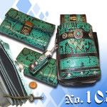 Bistro Kneipe Schlagenleder Imitat ausgefallenes auffälliges Design Kaiser Tracht München  Geprägtes Leder in Schlangenleder Optik