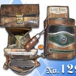 Kellnergeldbörse mit Holster antik verwaschen mit alten Trachtenlederhosen Hosenträger verziert Kaiser Tracht München