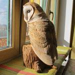 Сова Сипуха на пеньке - скульптурная резьба по дереву для интерьера дома и дачи. Материал: липа, акварель, акрил, лак.