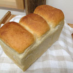 山型食パン 粉・きび砂糖・自然塩・パン酵母のみ。塩は控えめ。