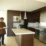 キッチンも広々。色々な説明を頂きました。