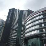 食事の後は珠海オフィス訪問と中国銀行の口座開設です。 左がオフィスの入るビルで右が中国銀行です