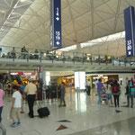 香港空港で、飛行機が予定通り出発しません