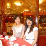 珠海スタッフの李小芳さんと周 芳さんです