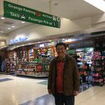 ニューヨークJFK国際空港に到着。飛行時間は13時間半。映画を3本を楽しみました。