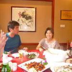 日本語のわかる2人から、色々な現地のお話を聞かせて頂きました。これだけ高級食材で満腹に成っても一人1000円台のお支払です