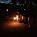Klein und Gross hatten Freude am Feuer