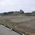 0451 防潮堤の被害と被災していない多くの住宅