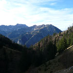Blick zum Breitenberg und zum Daumenmassiv