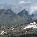 Blick auf Lazinser Rötelspitze und Tschigat beim Abstieg vom Gingljoch