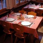 Läubli Tisch 2