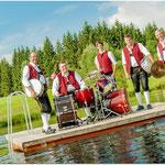 Schlagzeug: Hans Jörg, Martin Gött, Valentin Mangold, Robert Gött und Lukas Weber (v.l.n.r.)