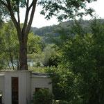 Blick von der Veranda zum Gartenhaus