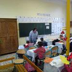 """Atelier """"Carte aux trésors des lutins de Donzy"""" lors d'une intervention scolaire à l'école élémentaire de Donzy lors du Festival Littérature Jeunesse Loire et Nohain en 2016"""