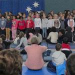 So einen großen Schulchor hatten wir noch nie. Die Hälfte aller Kinder der Schule singen mit.