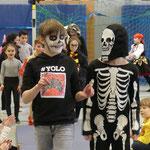 Ole verwandelte sich erst in der Schule zu einem Skelett.