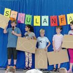 """Die Kinder der ABC-Klasse präsentierten das Gedicht """"Der Faden"""" von Josef Guggenmos."""