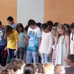 """Tanz aller Kinder der Bären, Wunderländer und Füchse zu """"Bye, Bye"""""""
