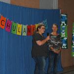 Frau Frese und Frau Giebeler begrüßen alle im Namen des Fördervereins.