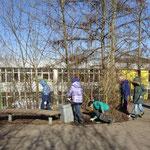 Die schlauen Füchse sammeln fleißig auf dem Schulhof!