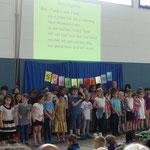 Zum Schluss wurde von allen unsere Schulhymne gesungen.