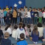 Die Kinder aus dem Wunderland und den Bären haben zusammen musiziert.