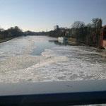 Der zugefrorene Main bei Schweinfurt, 06. Feb. 2012, Bild 2/4