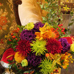 [AM3206]    税込4,950円(本体4,500円)    洋菊がメインのアレンジ