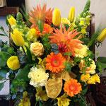 [AL5501]    税込6,050円(本体5,500円)   w45cm/h48cm  春のイエローオレンジのアレンジ