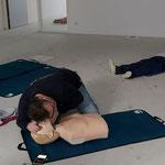 Controleer ademhaling doormiddel (kinlift) 10 seconde (kijk, luister en voel) of er ademhaling is.