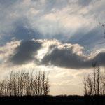 selbst der Sonne ist der eisige Wind zu viel -> ab geht`s in ihre Wolkendecke