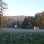 leichter Nebel über der Schlosswiese