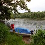 es sind Gewitter angesagt: also noch schnell das Boot wetterfest machen