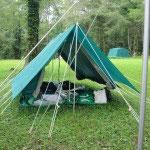 自分たちでたてたテント