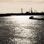 """2019-02-12 - """"Poseidon's Blick auf den Rhein (7-493633) B+W"""" - Route der Industriekultur - Copyright by Franz Walter"""