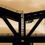 """2018-12-15 -  """"Hans-Knipp Eisenbahnbrücke Duisburg (863852) B+W"""" - Route der Industriekultur - Copyright by Franz Walter"""