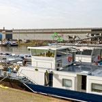 """2019-03-22 - """"Hafen Duisburg am RuhrtalRadweg (7-44412)"""" -  RADREVIER.RUHR - Copyright by Franz Walter"""