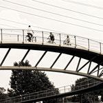 """2018-06-26 - """"Brücke über den Rhein-Herne-Kanal Oberhausen (7-467632) B+W"""" - Mit dem Rad unterwegs in der Metropole Ruhr - Copyright by Franz Walter"""