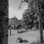 lecture sur les quais de Seine
