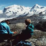 Landschaftlich großartiger Rastplatz mit Sicht auf alle 14 Viertausender in der Umgebung von Zermatt