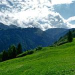 Im SüdwesteN: Der andere, bnreite Klausberg, dahinter Hangspitze und Mörzelspitze
