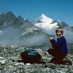 Der Rücken des erreicht. Aussicht auf das ueber 4500 m hohe Walliser Weisshorn