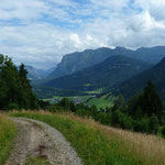 Meist geht man auf dem Klausberg-Rundweg auf breiten Pfaden.