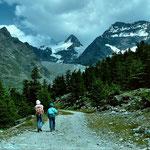 Nach dem Triftgraetji eroeffnet sich der Blick auf das Kreuzbodengebiet mit Fletschhorn und Lagginhorn