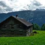 Der andere Klausberg westlich der Bregenzerache mit den breiten Fluhbänken. Dahinter der Mörzelkamm