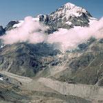 Dent Blanche und die riesige Moraenenlandschaft des Zmuttgletschergebiets