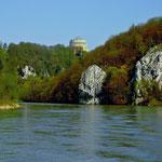 Blick vom Schiff über die Donau zur Befreiungshalle