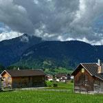 Blick über die Häuser von Bezau zur Hangspitze